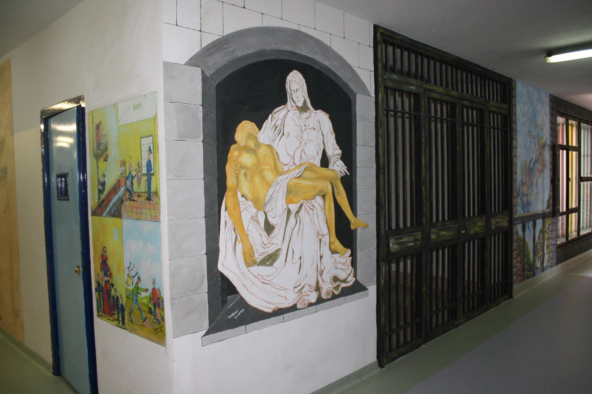 pietà su una parete del carcere di sant'angelo